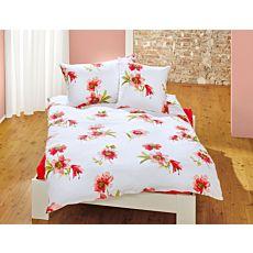 Bettwäsche mit rot-orangefarbigen Blüten auf weissem Untergrund