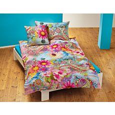 Bettwäsche mit farbenfrohem Blumenmuster in indischem Stil