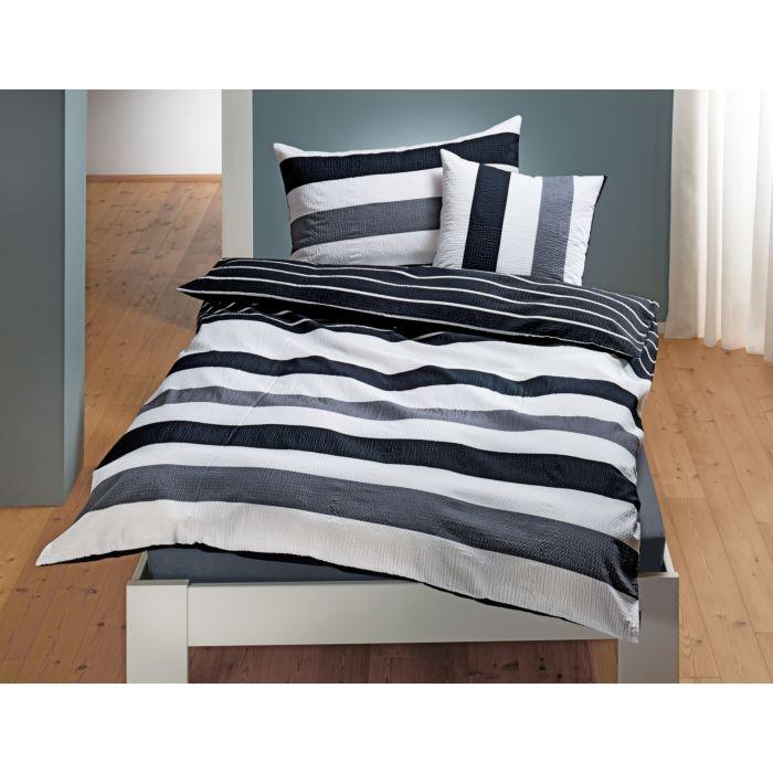 Bettwäsche mit schwarz-weissen Streifen